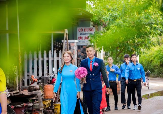 Ảnh cưới độc đáo của cô dâu chú rể là cán bộ Đoàn ảnh 3