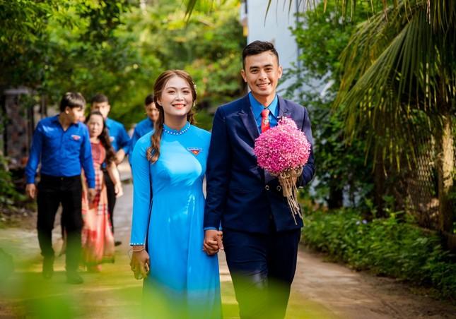 Ảnh cưới độc đáo của cô dâu chú rể là cán bộ Đoàn ảnh 2