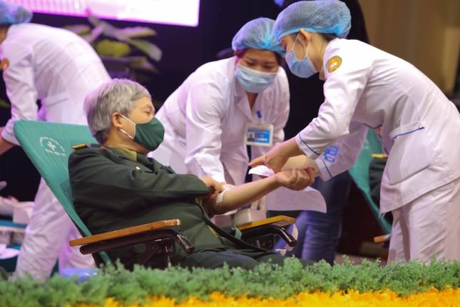 Tưng bừng ngày hội hiến máu 'Màu áo xanh trao giọt hồng yêu thương' ảnh 1