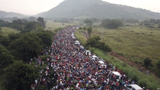 Mỹ điều động 5.200 lính đến biên giới ngăn làn sóng người tị nạn ảnh 1