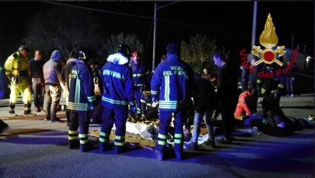 Hỗn loạn trong hộp đêm, 6 người chết, 120 người bị thương ảnh 2
