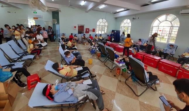 Nụ cười 'tỏa nắng' của các bạn trẻ tham gia hiến máu Chủ nhật Đỏ ảnh 11