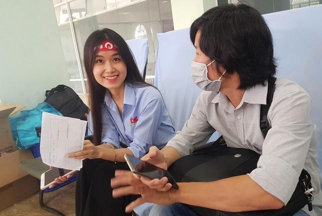 Nụ cười 'tỏa nắng' của các bạn trẻ tham gia hiến máu Chủ nhật Đỏ ảnh 3