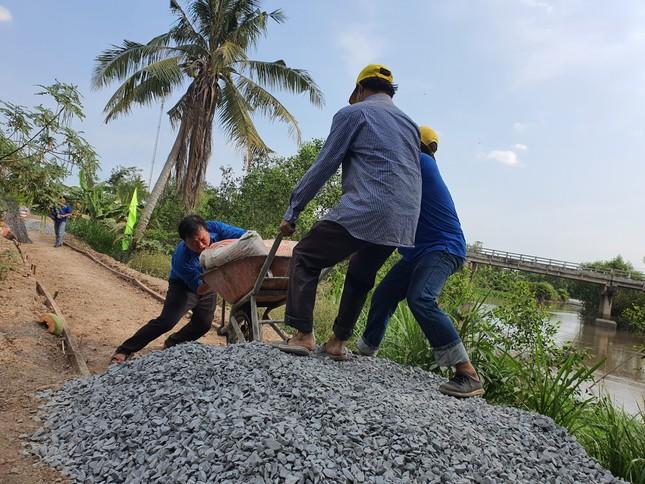 Sức trẻ công an trên công trình tình nguyện mừng sinh nhật Đoàn ảnh 3