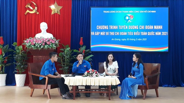 The Central Committee of the Delegation commends the Secretary of the Youth Union typical of Hau river cluster photo 4