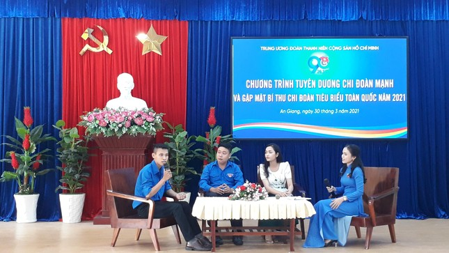 The Central Committee of the delegation commended the Secretary of the Youth Union of the typical Hau river cluster photo 3