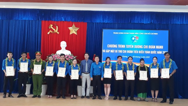 The Central Committee of the Youth Union commends the Secretary of the Youth Union typical group of Hau river cluster photo 7