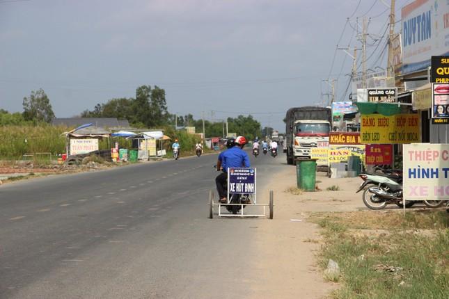 Phó Bí thư xã Đoàn chế xe hút đinh chỉ vài trăm nghìn, giúp người dân đi đường an toàn ảnh 4