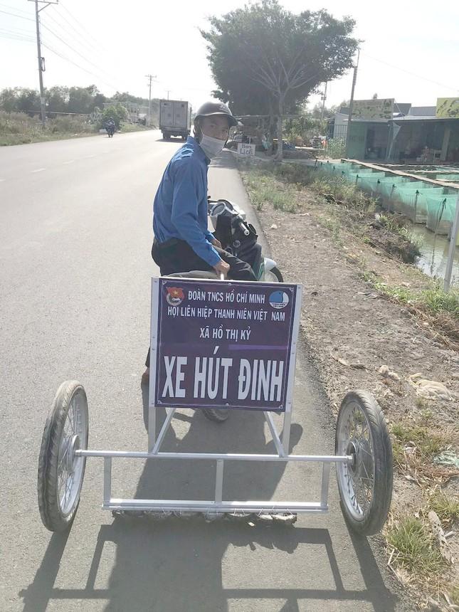 Phó Bí thư xã Đoàn chế xe hút đinh chỉ vài trăm nghìn, giúp người dân đi đường an toàn ảnh 5