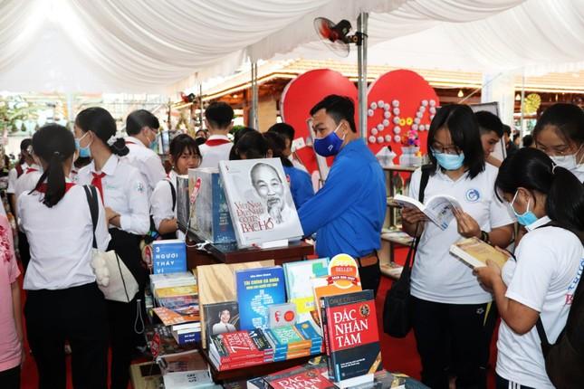 Bồi đắp văn hóa đọc cho bạn trẻ tại Đường sách Xứ Dừa năm 2021 ảnh 5
