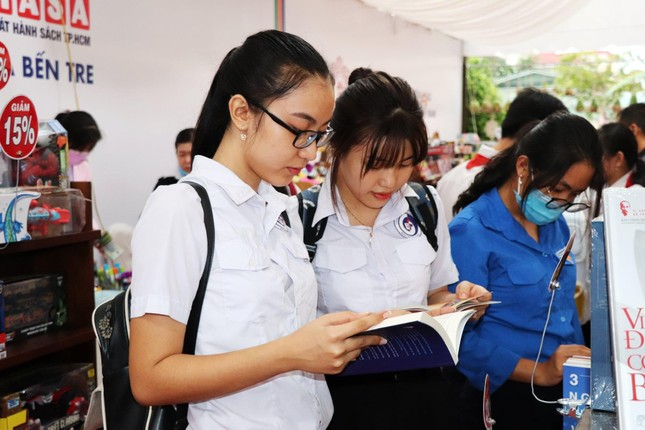 Bồi đắp văn hóa đọc cho bạn trẻ tại Đường sách Xứ Dừa năm 2021 ảnh 3