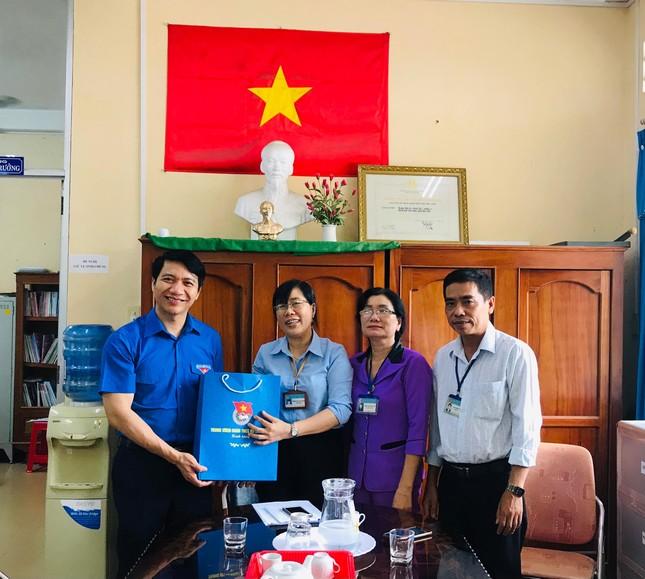 Bí thư Trung ương Đoàn thăm giáo viên Tổng phụ trách Đội tại Trà Vinh ảnh 2