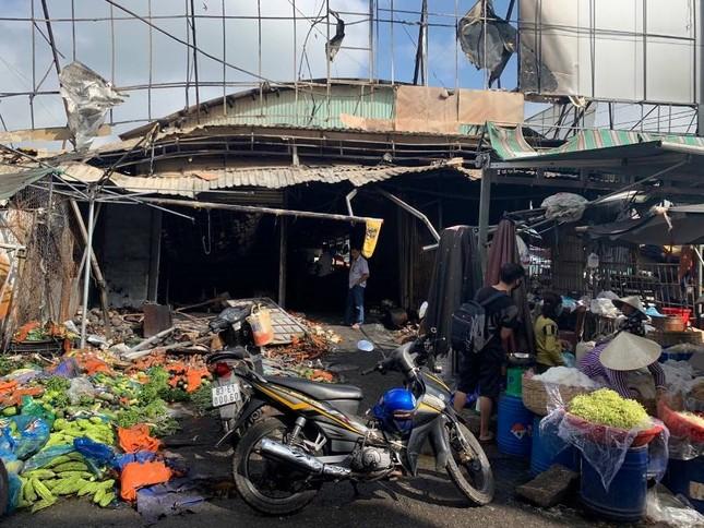 Chợ ở Kiên Giang bốc cháy trong đêm, nhiều quầy hàng bị thiêu rụi ảnh 1