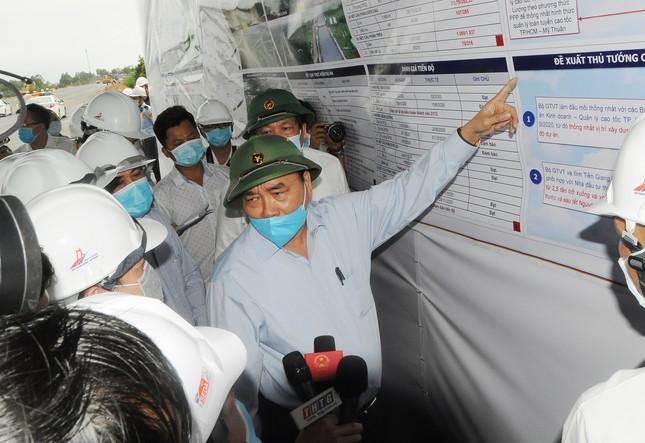 Thủ tướng kiểm tra dự án cao tốc Trung Lương – Mỹ Thuận ảnh 1