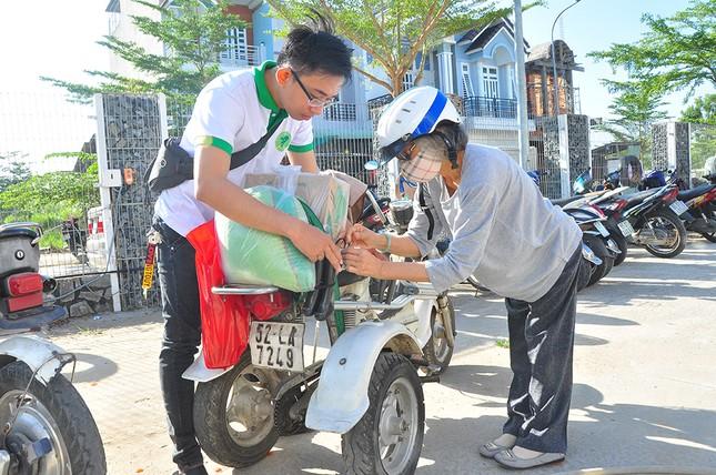 Người khuyết tật vượt hàng chục cây số để nhận quà tết ảnh 7