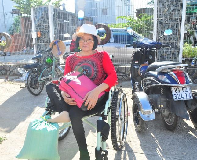 Người khuyết tật vượt hàng chục cây số để nhận quà tết ảnh 3