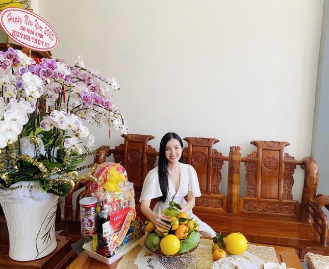Hoa khôi Thúy Vi trang hoàng nhà rực rỡ đón xuân ảnh 1