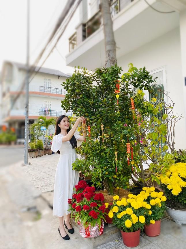 Hoa khôi Thúy Vi trang hoàng nhà rực rỡ đón xuân ảnh 3