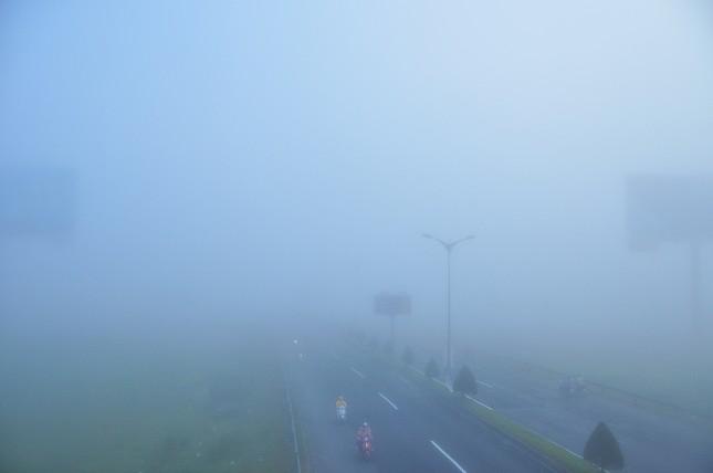 Sương mù xuất hiện dày đặc ngày đầu năm ở Cần Thơ ảnh 7