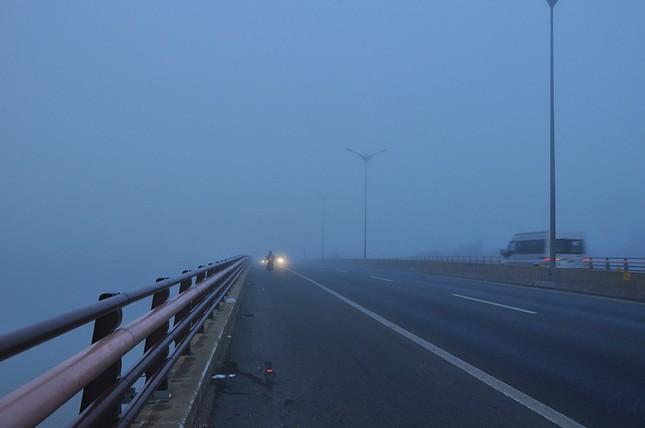 Sương mù xuất hiện dày đặc ngày đầu năm ở Cần Thơ ảnh 2