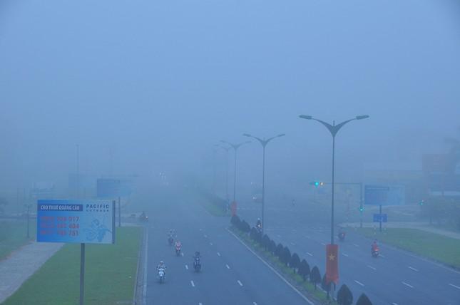 Sương mù xuất hiện dày đặc ngày đầu năm ở Cần Thơ ảnh 3