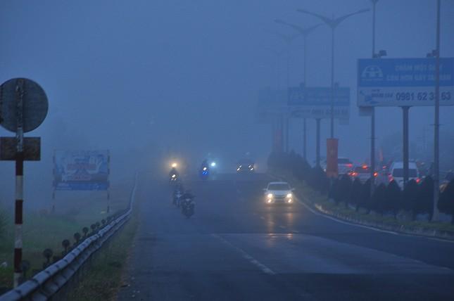 Sương mù xuất hiện dày đặc ngày đầu năm ở Cần Thơ ảnh 5