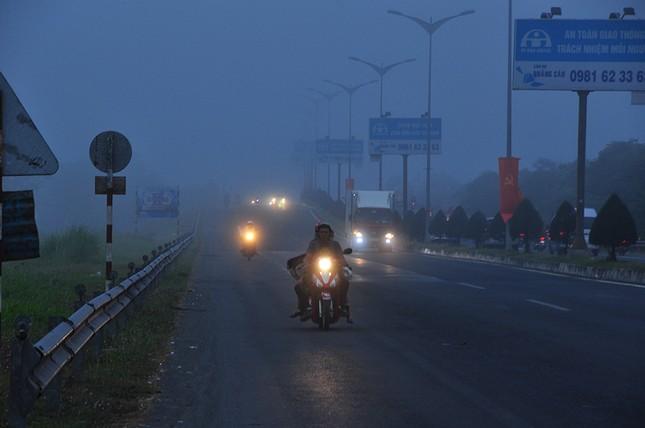 Sương mù xuất hiện dày đặc ngày đầu năm ở Cần Thơ ảnh 1