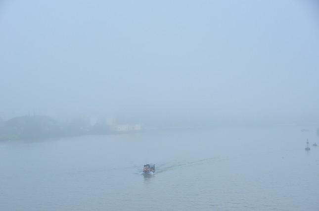 Sương mù xuất hiện dày đặc ngày đầu năm ở Cần Thơ ảnh 9