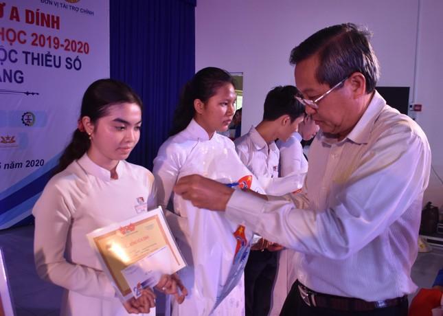 Học bổng Vừ A Dính tiếp sức học sinh dân tộc Chăm ở An Giang ảnh 2