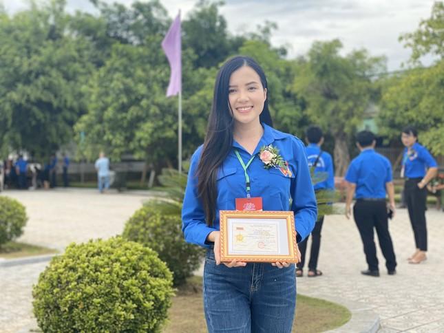 Hoa khôi Huỳnh Thúy Vi: Rèn luyện đức lẫn tài để cống hiến cho đất nước ảnh 5