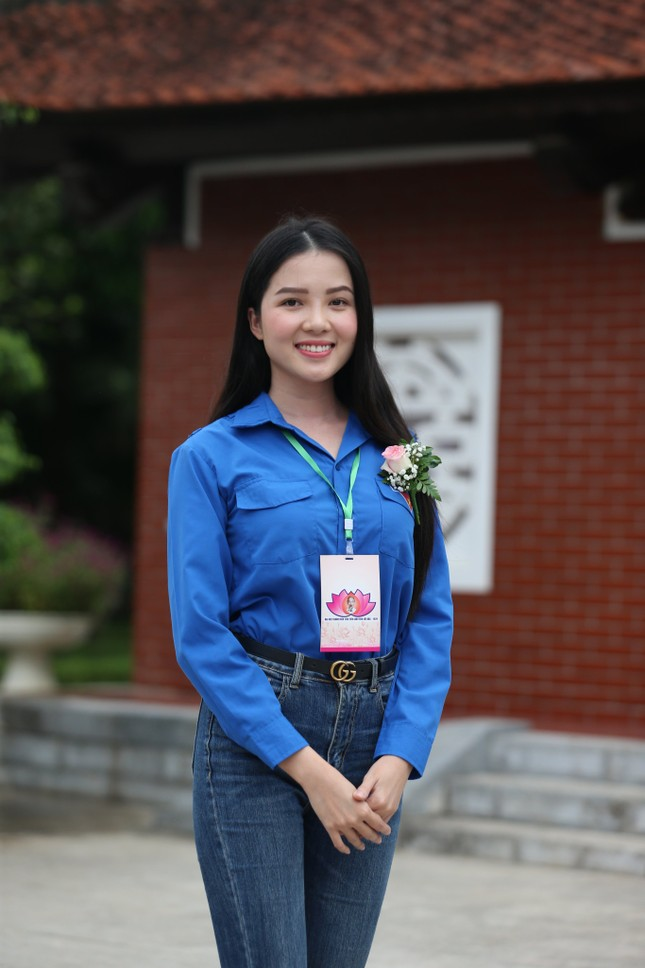 Hoa khôi Huỳnh Thúy Vi: Rèn luyện đức lẫn tài để cống hiến cho đất nước ảnh 2