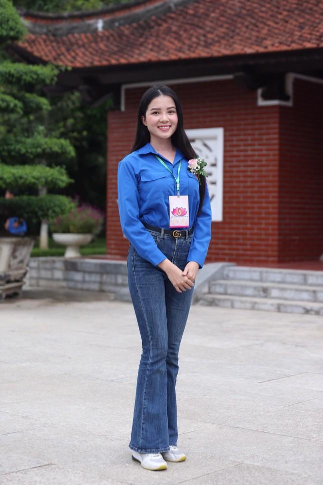 Hoa khôi Huỳnh Thúy Vi: Rèn luyện đức lẫn tài để cống hiến cho đất nước ảnh 7