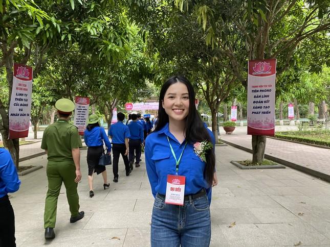 Hoa khôi Huỳnh Thúy Vi: Rèn luyện đức lẫn tài để cống hiến cho đất nước ảnh 6