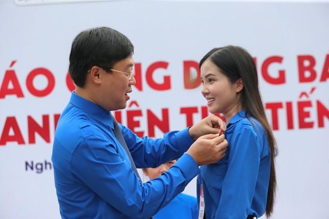 Hoa khôi Huỳnh Thúy Vi: Rèn luyện đức lẫn tài để cống hiến cho đất nước ảnh 1