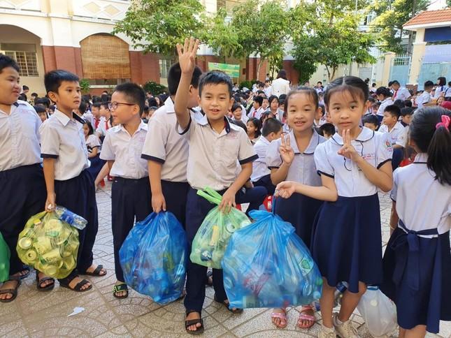 Hoa khôi Huỳnh Thúy Vi đồng hành với thiếu nhi bảo vệ môi trường ảnh 2
