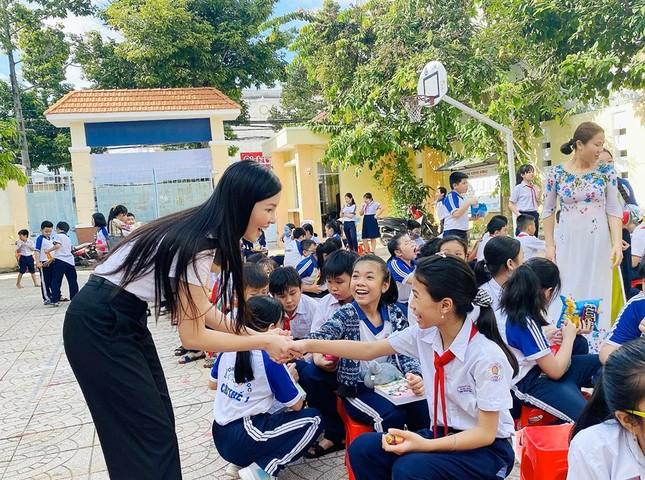 Hoa khôi Huỳnh Thúy Vi đồng hành với thiếu nhi bảo vệ môi trường ảnh 4