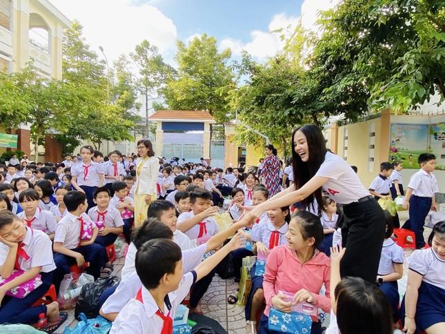 Hoa khôi Huỳnh Thúy Vi đồng hành với thiếu nhi bảo vệ môi trường ảnh 5
