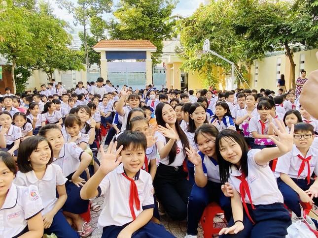 Hoa khôi Huỳnh Thúy Vi đồng hành với thiếu nhi bảo vệ môi trường ảnh 3