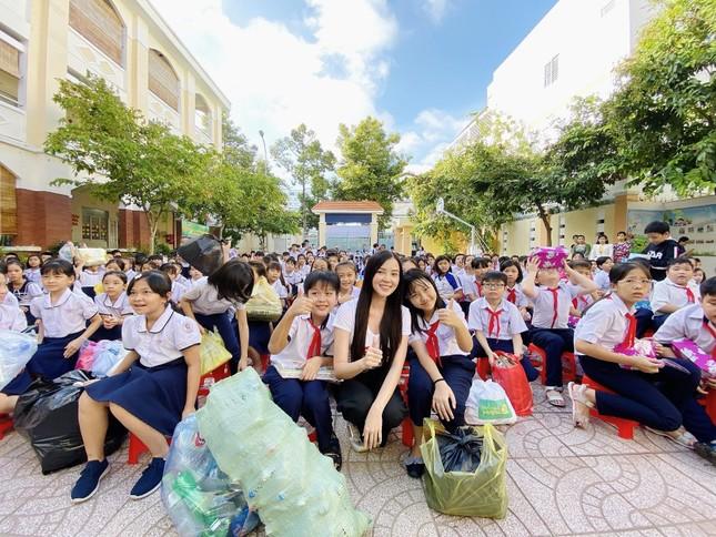 Hoa khôi Huỳnh Thúy Vi đồng hành với thiếu nhi bảo vệ môi trường ảnh 8