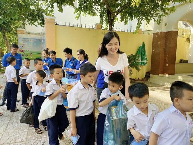 Hoa khôi Huỳnh Thúy Vi đồng hành với thiếu nhi bảo vệ môi trường ảnh 10