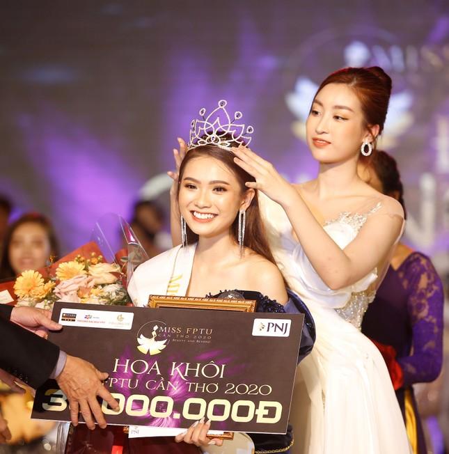 Hoa hậu Đỗ Mỹ Linh trao vương miện cho tân Hoa khôi đại học FPT Cần Thơ ảnh 1