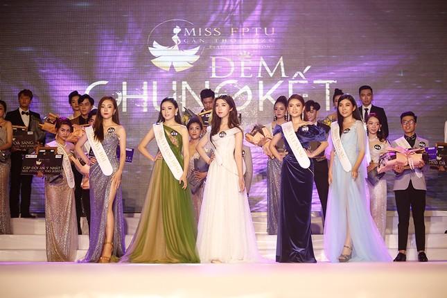 Hoa hậu Đỗ Mỹ Linh trao vương miện cho tân Hoa khôi đại học FPT Cần Thơ ảnh 7