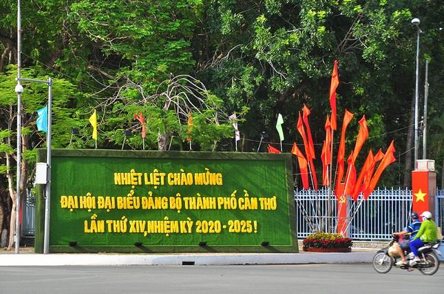 Đường phố Cần Thơ rợp bóng cờ hoa chào mừng Đại hội Đảng ảnh 2