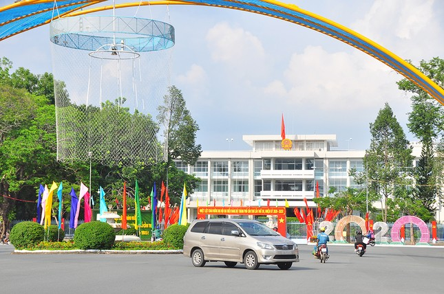 Đường phố Cần Thơ rợp bóng cờ hoa chào mừng Đại hội Đảng ảnh 6