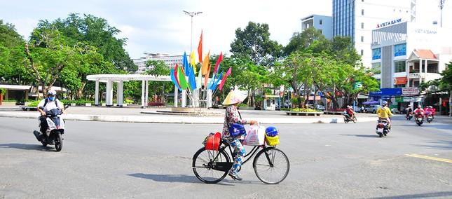 Đường phố Cần Thơ rợp bóng cờ hoa chào mừng Đại hội Đảng ảnh 10