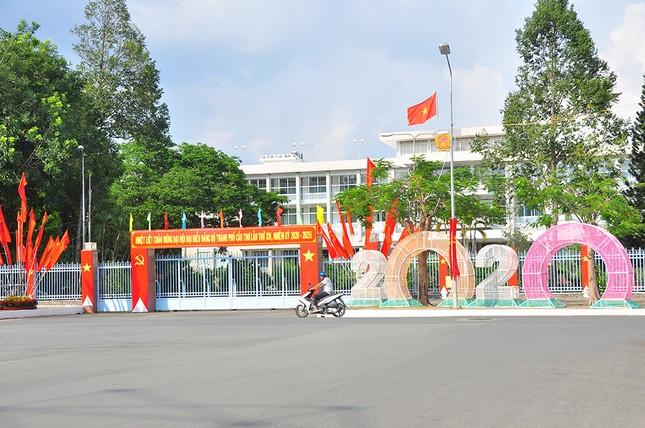 Đường phố Cần Thơ rợp bóng cờ hoa chào mừng Đại hội Đảng ảnh 7