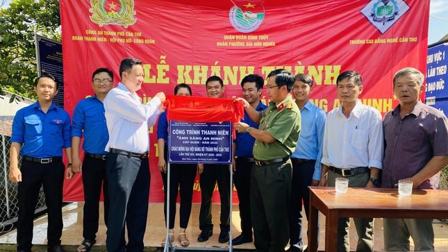 Tuổi trẻ Cần Thơ góp sức thắp sáng làng quê mừng Đại hội Đảng ảnh 3