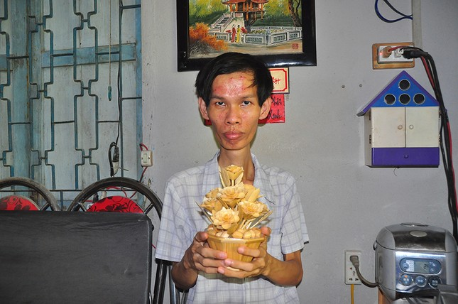 Tác phẩm nghệ thuật từ tre qua bàn tay khéo léo của chàng trai khuyết tật ảnh 2