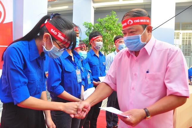 Hàng trăm bạn trẻ tham gia hiến máu tại trường ĐH Đồng Tháp ảnh 10