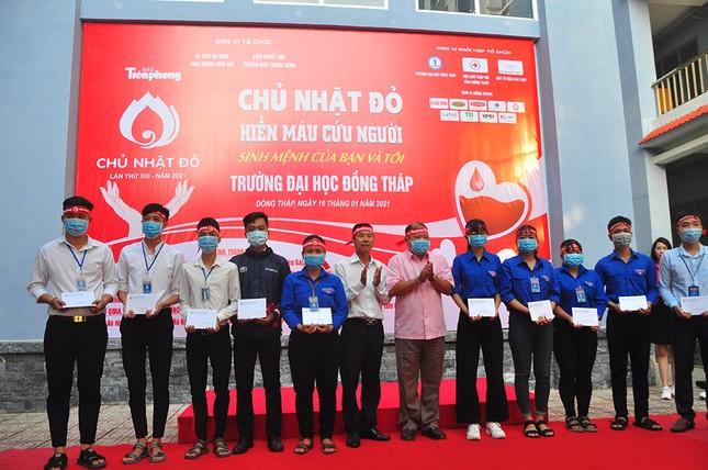 Hàng trăm bạn trẻ tham gia hiến máu tại trường ĐH Đồng Tháp ảnh 13